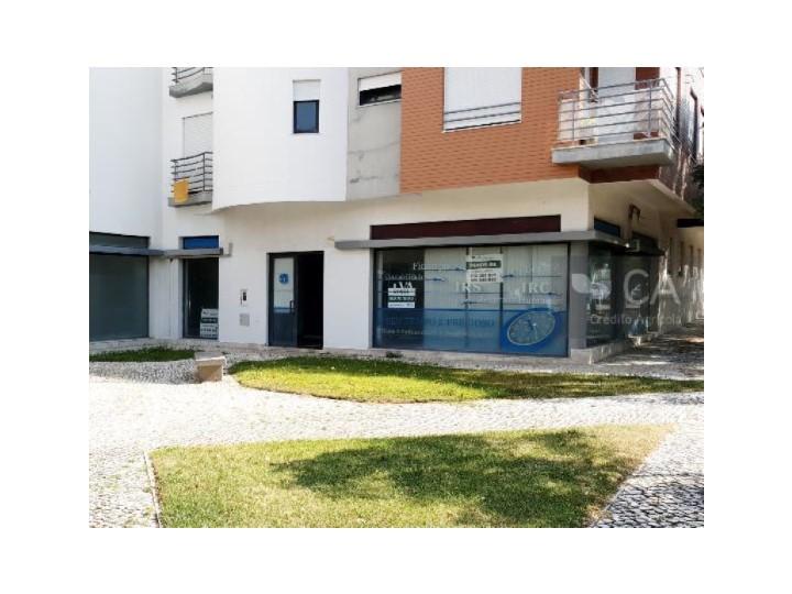 Loja com 102,3m² situada no Santo André, a 5Km do centro da cidade de Barreiro