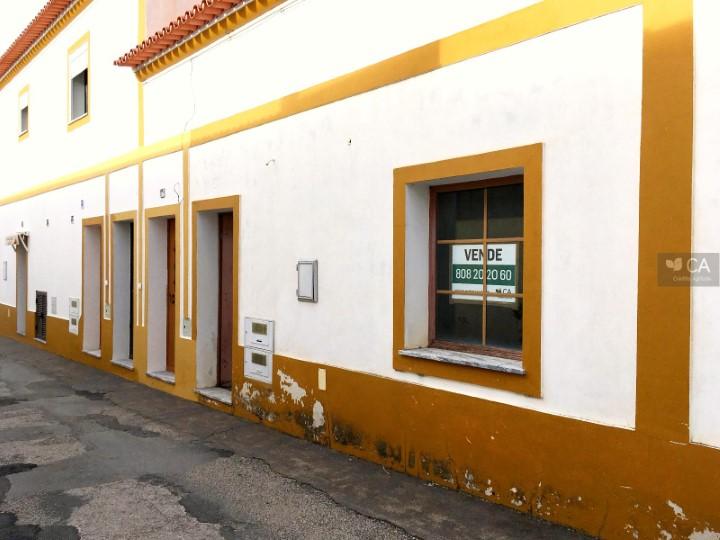 Loja para venda com 79,5m² situada em Safara, concelho de Moura