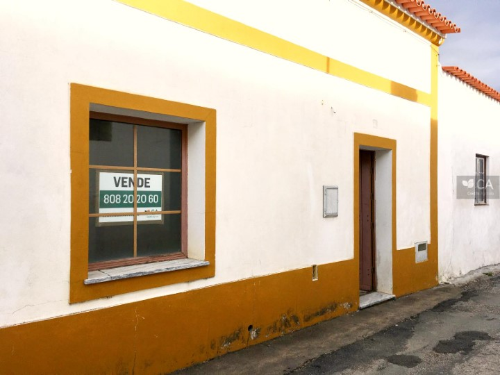 Loja para venda com 86m² situada em Safara, concelho de Moura
