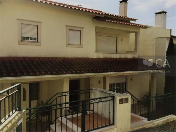 Moradia V4 com vista de campo, situada em Pousos, concelho de Leiria