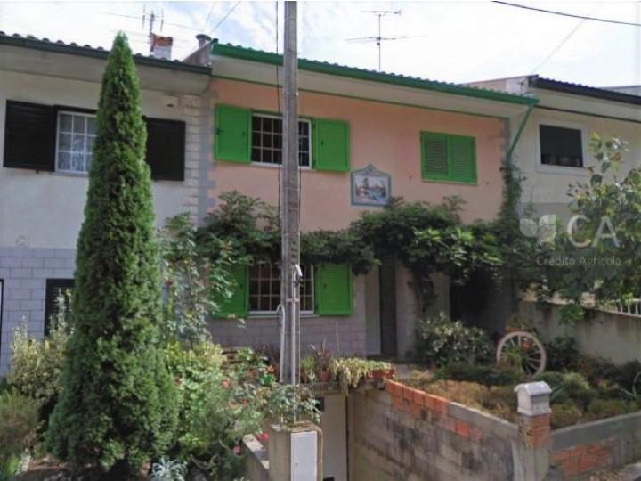 Moradia para venda com 161m2 de tipologia V3 em envolvente rural, situada em Oiã, concelho de Oliveira do Bairro