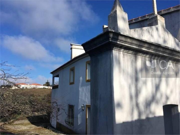 Casa de campo com 557m² em terreno agrícola com 54000m², próxima do centro de Vila Viçosa
