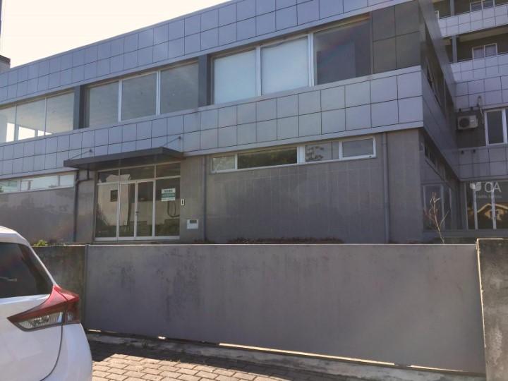 Espaço destinado a comércio com 539m² situado na freguesia de Ferreiros, centro da vila de Amares