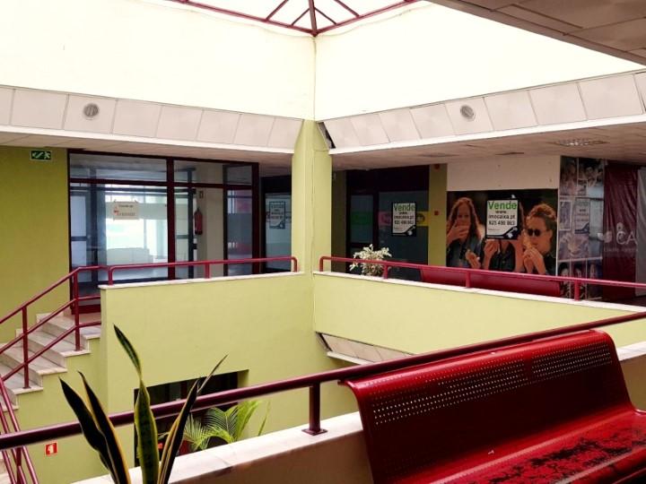 Loja para venda com 18,9m² situada em espaço comercial de Santiago do Cacém