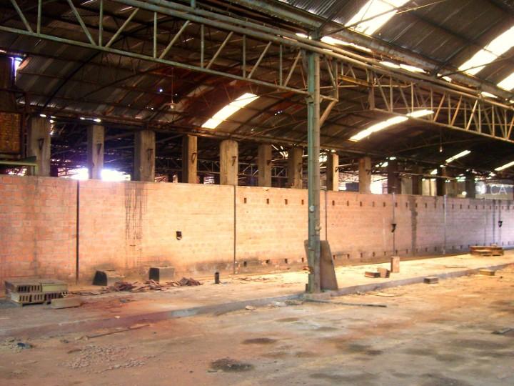 Armazém com 8100m², situado em Chão de Couce, concelho de Ansião