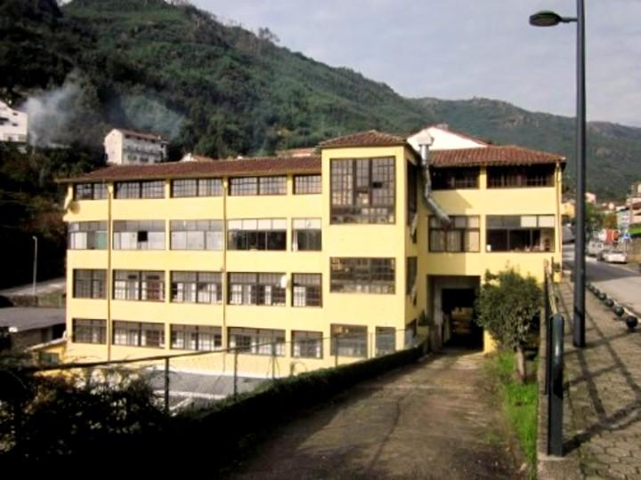 Empreendimento turístico com 802m², situado na freguesia de Vilar da Veiga, concelho de Terras do Bouro