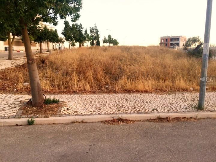 Terreno para construção com 550m² situado na zona da Porta Nova, próximo do centro da cidade de Tavira