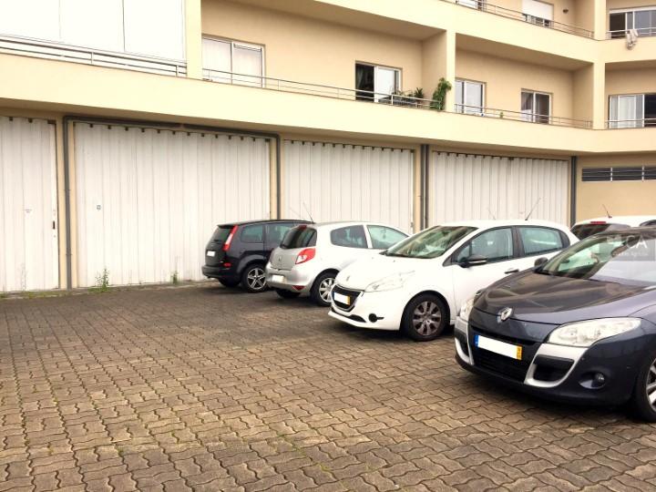 Armazém para venda com 752,7m², situado em Rebordões, Santo Tirso