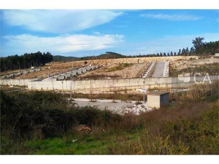 Terreno para construção T4 com 165,70 m2 localizado no concelho de Torres Vedras