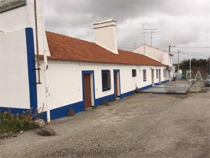 Edificio destinado a restaurante e habitação