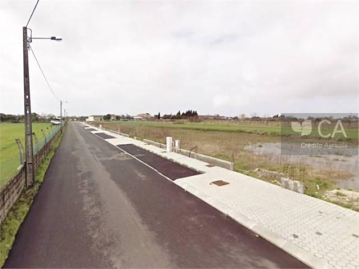 Terreno destinado a construção de moradia unifamiliar com 320,3m², situado no Lugar de Lavoura, concelho de Aveiro