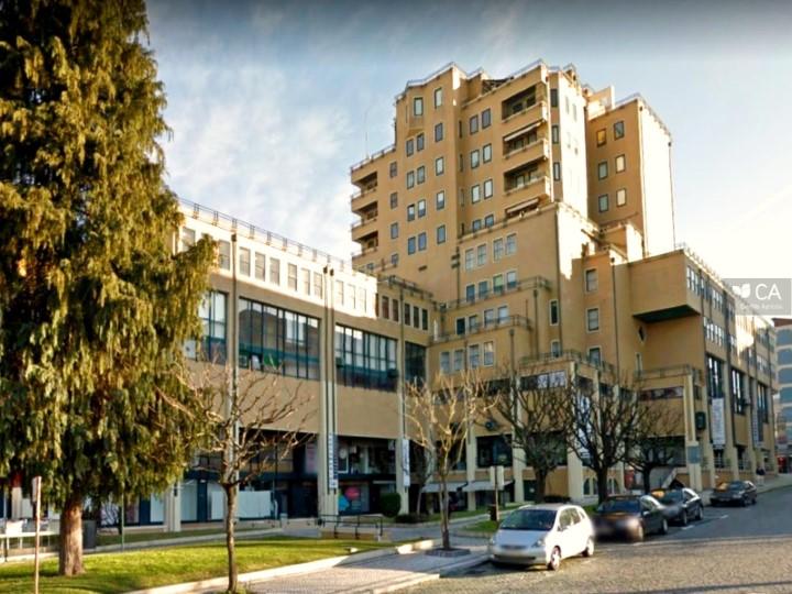 Loja para venda com 30m² situada no Centro Comercial 'Granjinhos', no centro do aglomerado urbano da cidade de Braga