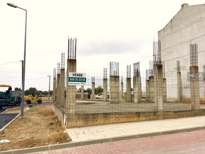 Terreno com construção com 270m², situado em zona de expansão da cidade de Serpa
