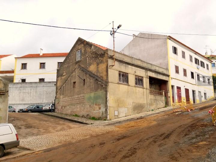 Terreno para construção com 181,3m² situado no centro da cidade de Santiago do Cacém