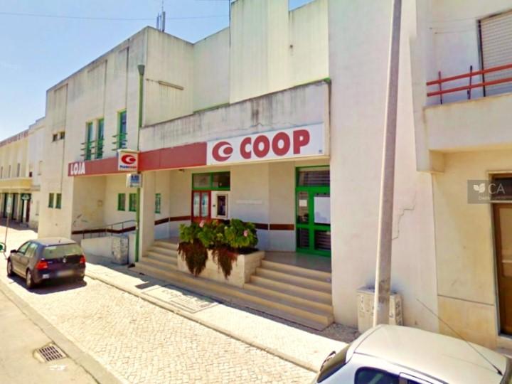 Loja para venda com 3.659m², situado em Pinhal Novo, concelho de Palmela