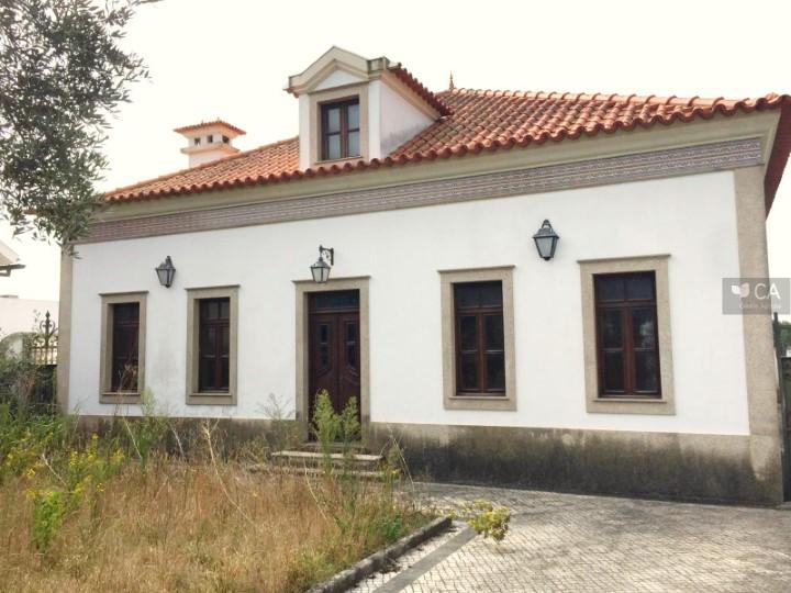 Moradia para venda de tipologia T4 com 554m² situada na vila de Vagos