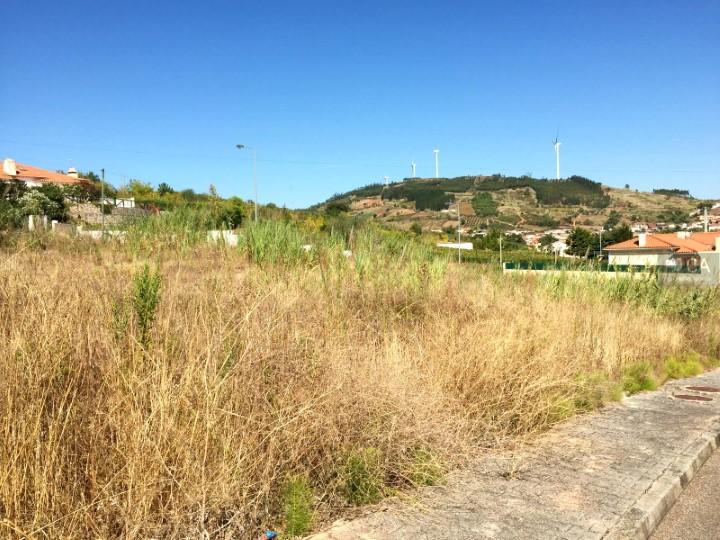 Terreno para construção com 772m² situado na zona de Pinheiros, concelho de Cadaval