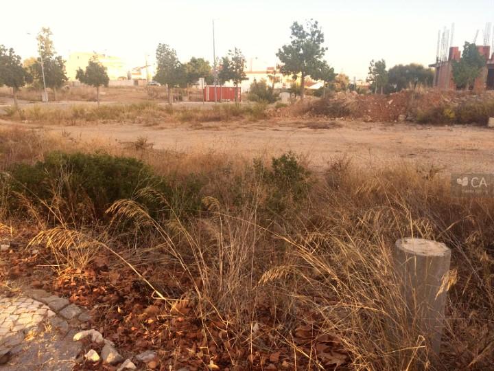 Terreno para construção com 943,6m² situado na zona da Porta Nova, próximo do centro da cidade de Tavira