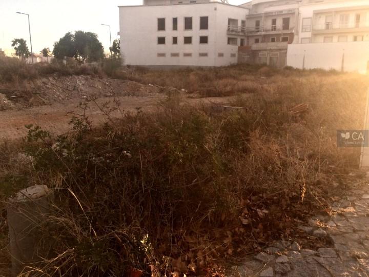 Terreno para construção com 531m² situado na zona da Porta Nova, próximo do centro da cidade de Tavira
