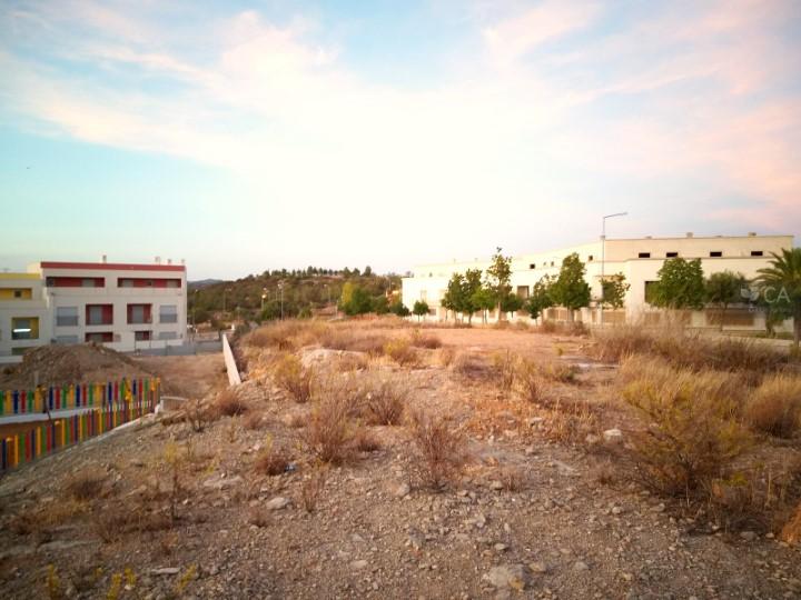 Terreno para construção com 1.030m² situado na zona da Porta Nova, próximo do centro da cidade de Tavira