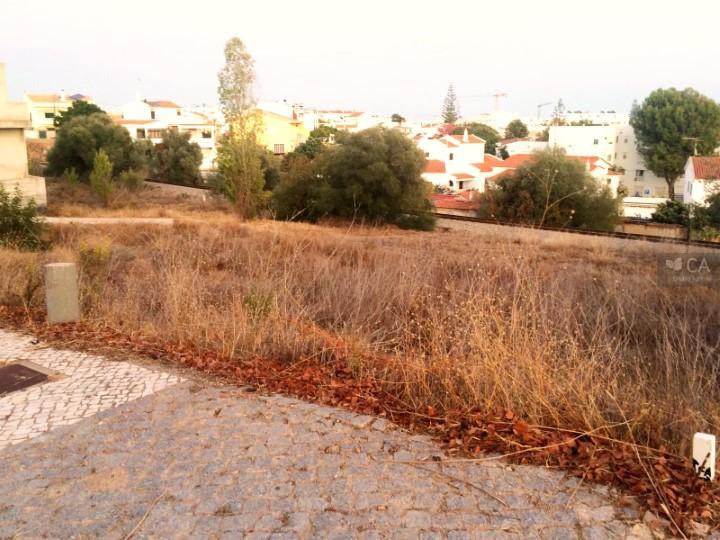 Terreno para construção com 395,2m² situado na zona da Porta Nova, próximo do centro da cidade de Tavira